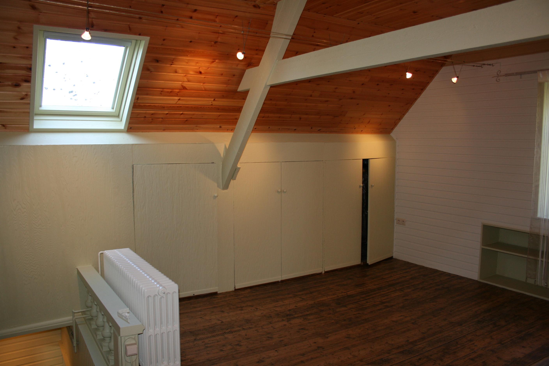 Zolderkamer deuren en trap schilderwerken amazing things deco - Hout deco trap ...